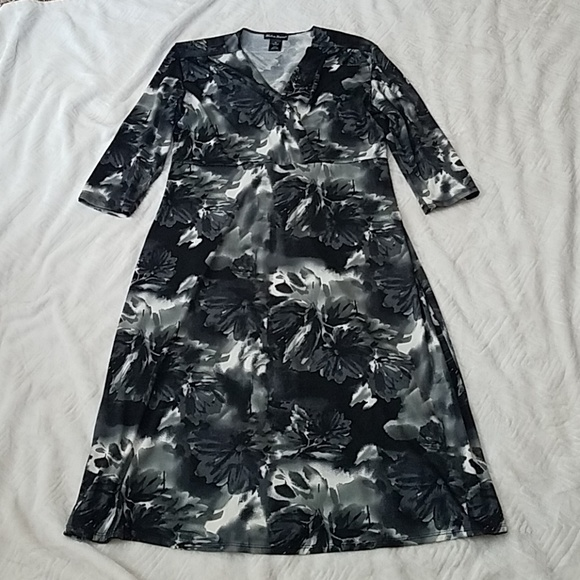 Made in Heaven Dresses & Skirts - Made in Heaven Black & Cream floral dress